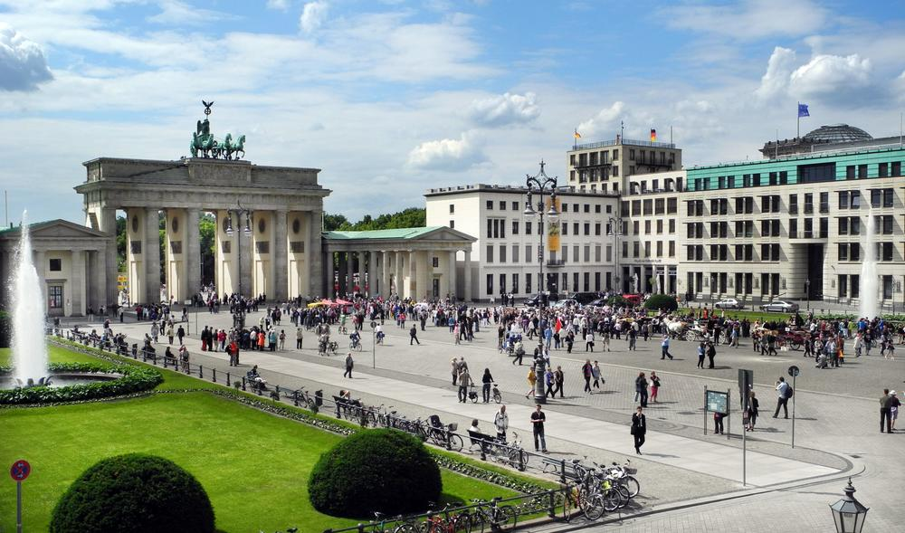 Located right on the Berlin Wall up until 1989, it has now become the thriving heart of the city: the Brandenburg Gate.