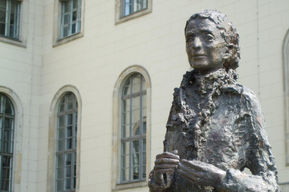 A statue was erected in front of Humboldt-Universität in 2014 to commemorate physicist Lise Meitner.
