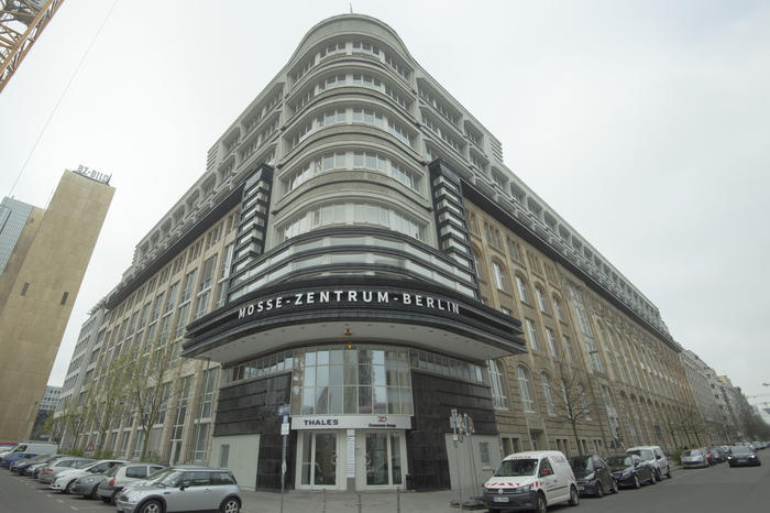 Rudolf Mosse's publishing house moved into Jerusalemer Straße at the corner of Schützenstraße in 1903. The building was restored in the 1990s and reopened as the Mosse Zentrum.