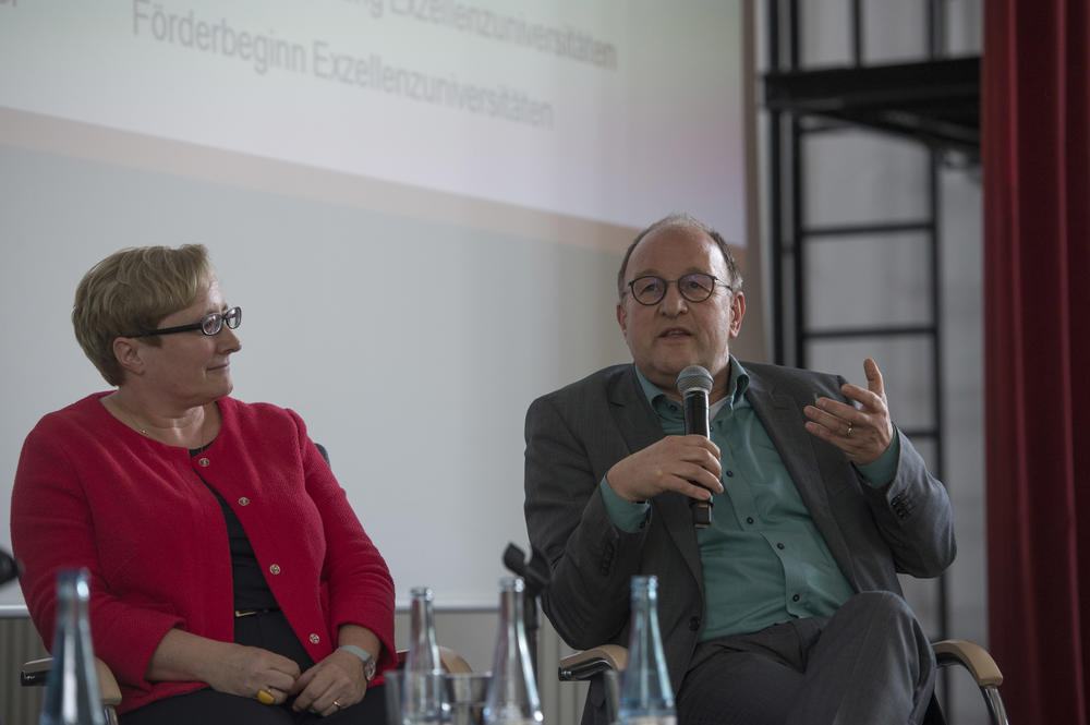 Verena Blechinger-Talcott, professor of Japanese studies, and Michael Meyer, professor of prehistoric archaeology, both of Freie Universität, were also on the panel.