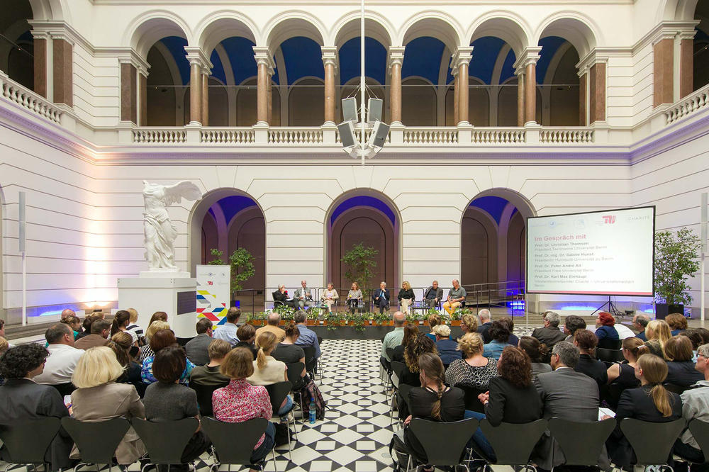"The ""Campus dialogue"" series kicked off in the atrium of Technische Universität Berlin…"