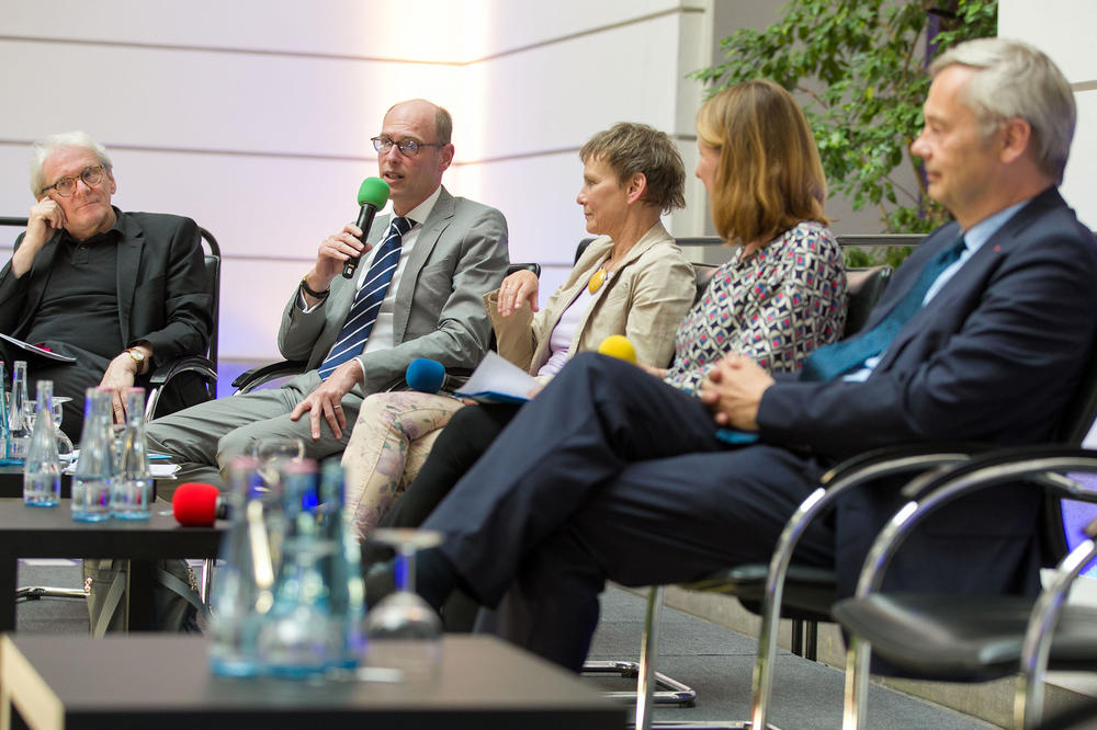 …where universities' presidents and the Chief Executive Officer of Charité were on the panel, with Susanne Führer of Deutschlandfunk Kultur taking on the role of moderator.