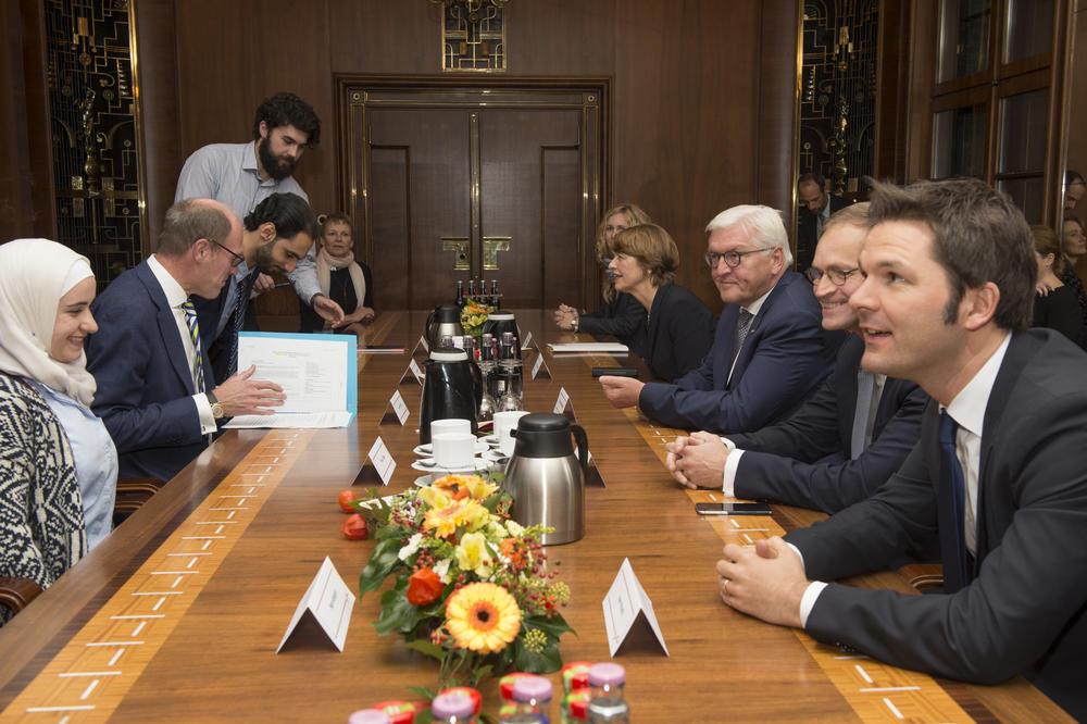 At Freie Universität the German Federal President and his wife, the Governing Mayor of Berlin, and the presidents of three universities in Berlin met with Syrian students and researchers.