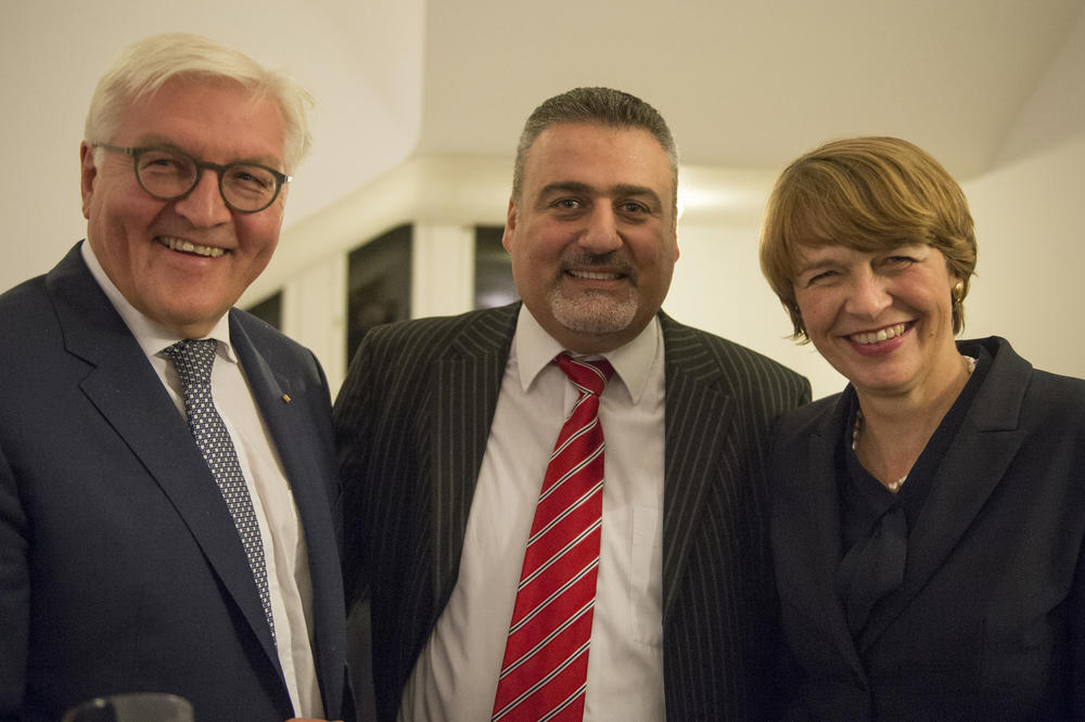 President Frank-Walter Steinmeier and his wife Elke Büdenbender met Yaser Hantouch, an architect who holds a PhD and does research at Technische Universität Berlin. Hantouch used to work at the University of Aleppo.