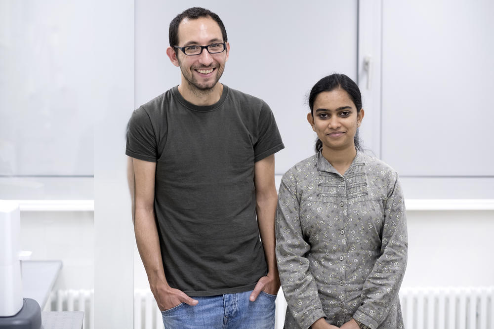 The School of Analytical Sciences Adlershof drew doctoral candidates Yesudas and Rodriguez with its combination of state-of-the-art equipment, interdisciplinarity, and diversity of ongoing projects.