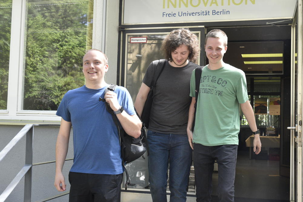 "Andreas Ganske, Simon Kempendorf, and Fabio Tacke from Humboldt-Universität zu Berlin are competing under the team name ""Let's meet."""