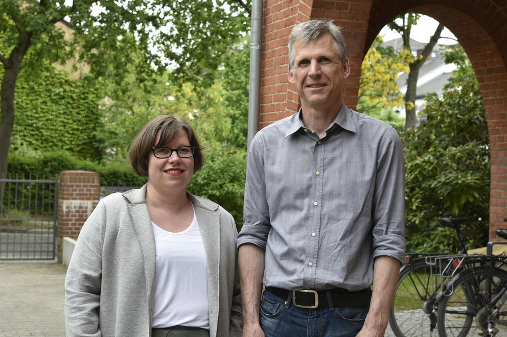 As part of their work for the Open Access Bureau Berlin, Christina Riesenweber (left) and Andreas Hübner (right) are responsible for advising and networking among the participating institutions.