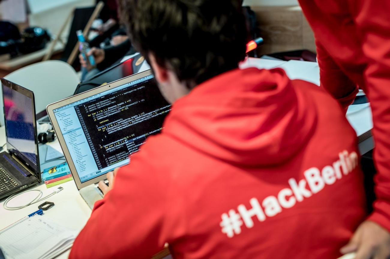 Beim Hackathon hatten Berliner Studierende der Informatik und Wirtschaftswissenschaften 24 Stunden Zeit um eine Geschäftsidee und einen entsprechenden Prototyp für den Stadtverkehr der Zukunft zu entwickeln.