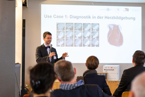 "Prof. Dr. Marc Dewey der Charité stellt den Use Case ""Automatisierte Diagnostik"" im Pre-Research-Forum vor."